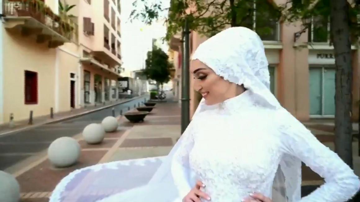 Egy menyasszony épp esküvői videót forgatott, amikor óriási robbanás történt Bejrútban