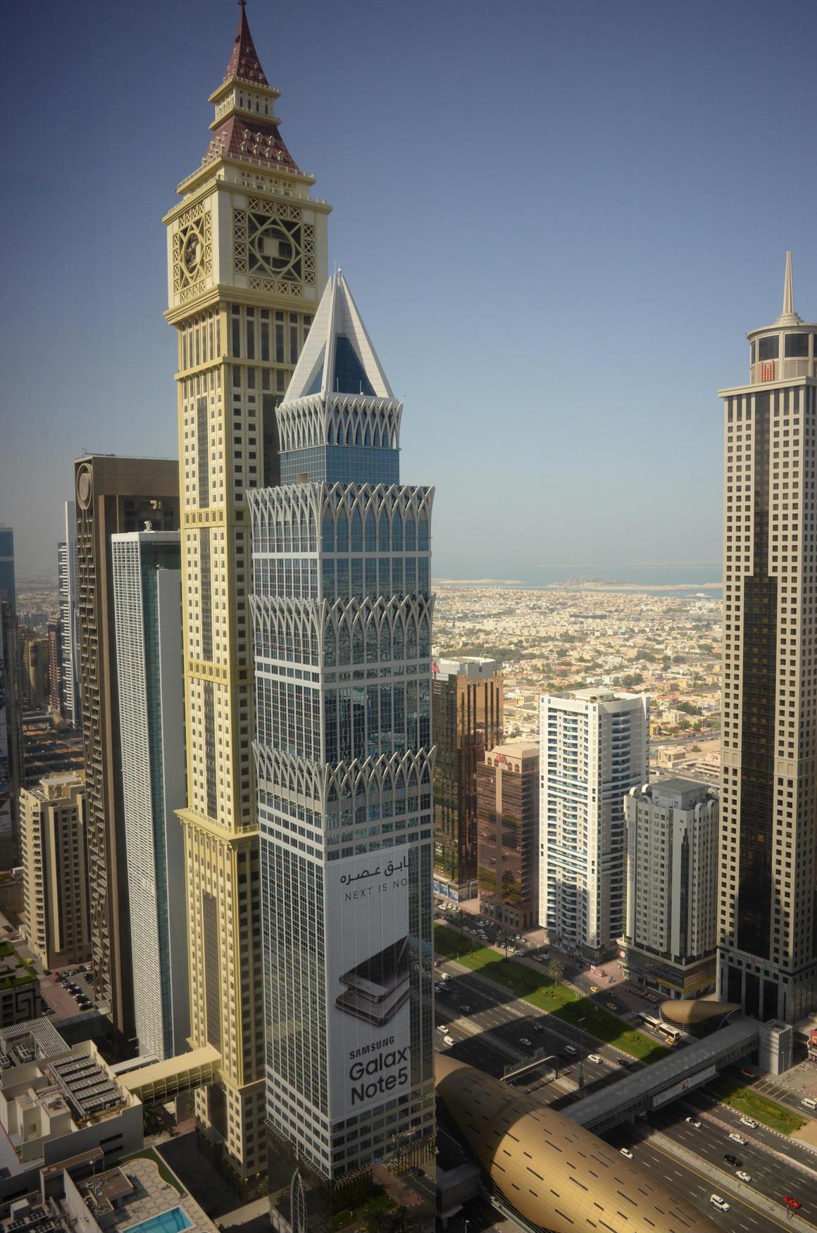 Miért járnak mostanában a gazdag, politikailag jól bekötött üzletemberek magángéppel Dubajba?