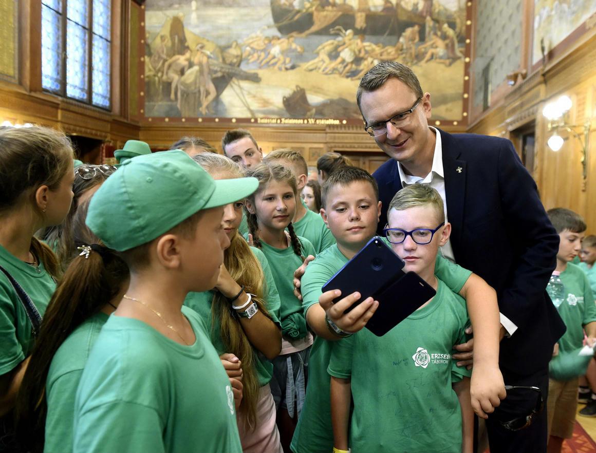 Magyar Hang: Egy gyerek sincs a fonyódligeti Erzsébet-táborban
