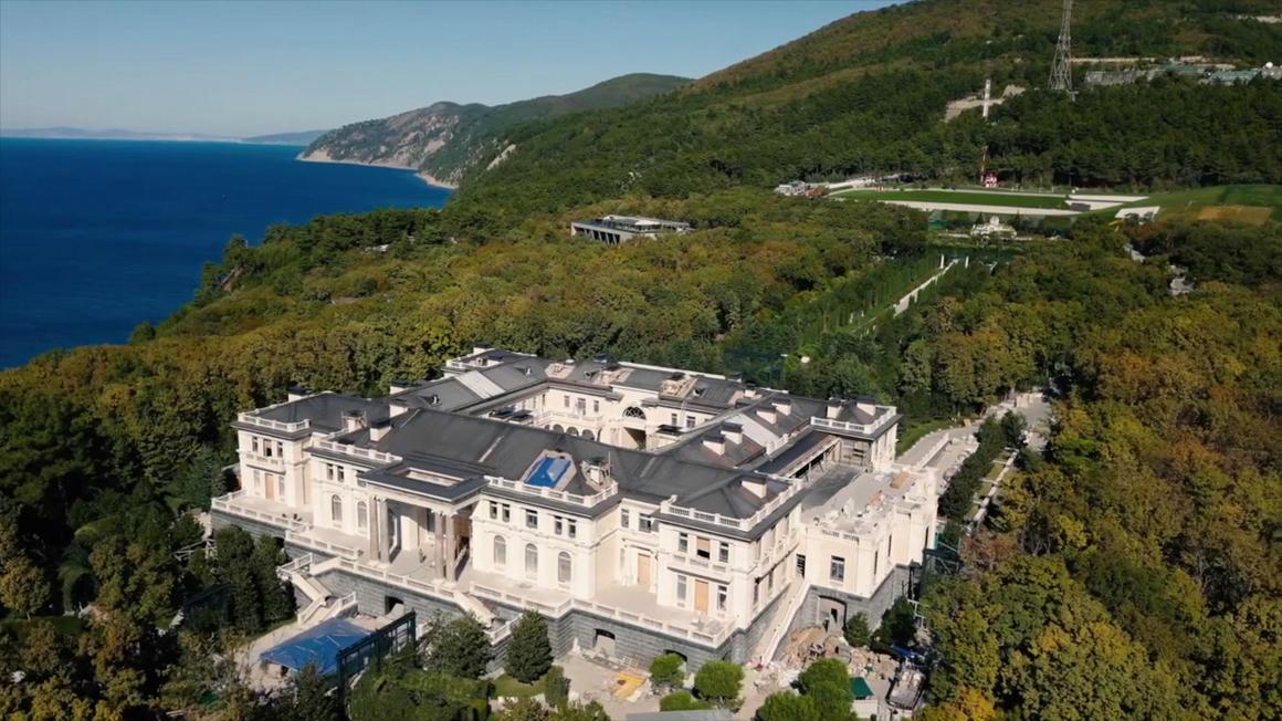 Putyin megnyugtatott mindenkit, nem az övé az 1,3 milliárd dolláros Fekete-tengeri palota