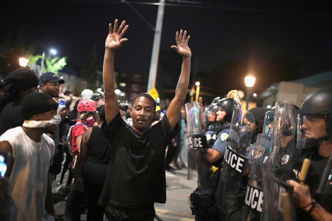 32 embert vettek őrizetbe St. Louisban f5ace30a5b