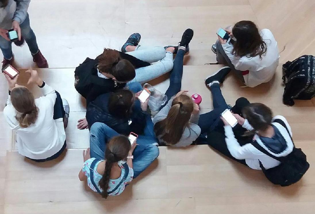 Randevúzva végzős iskolában