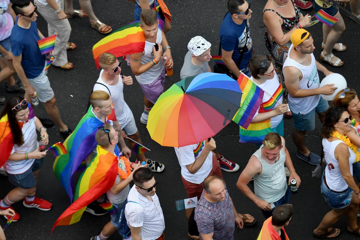 Közel negyven magyarországi nagykövetség és kulturális intézet állt ki az LMBTI jogok mellett
