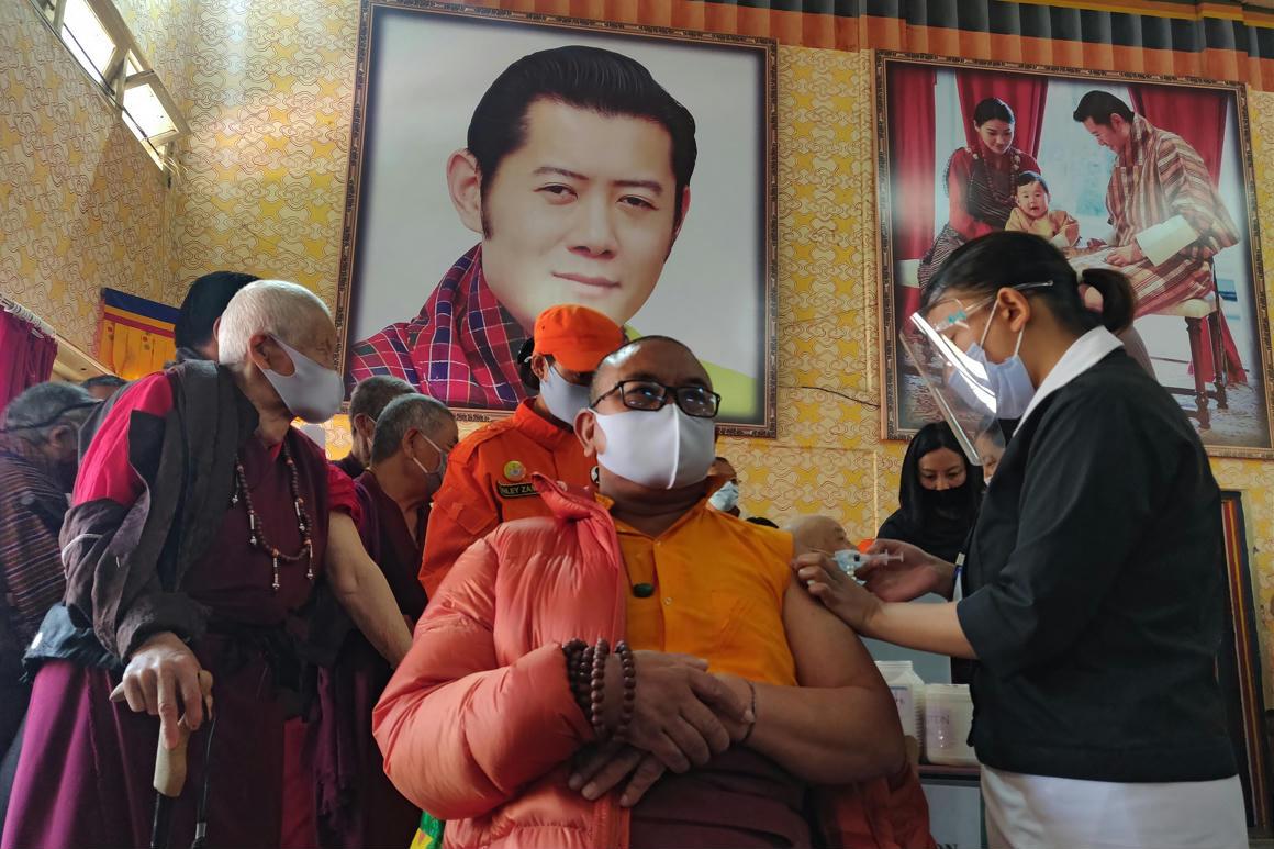 Három hét alatt szinte mindenkit beoltottak Bhutánban, de mégis hogyan? – 444