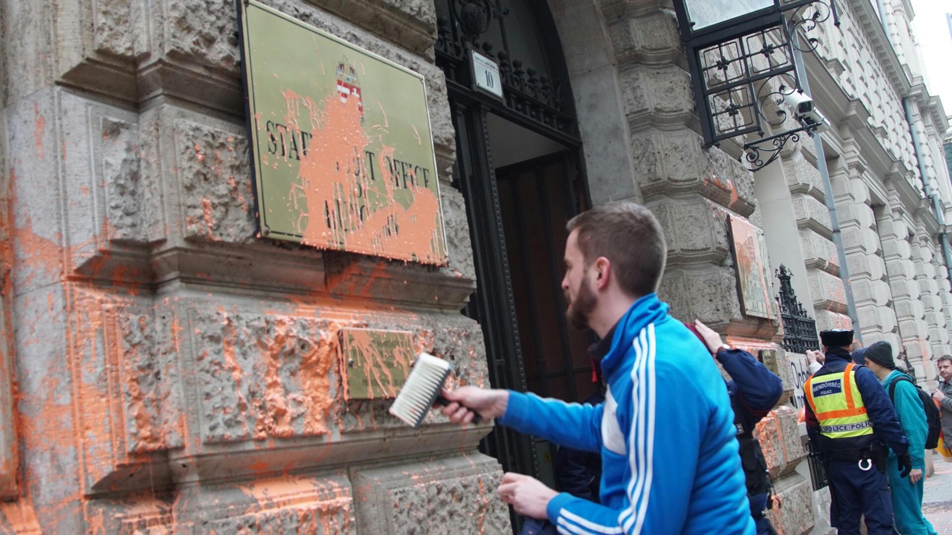 Állami Számvevőszék: Gulyás Mártonék Narancssárgára Festették Az Állami