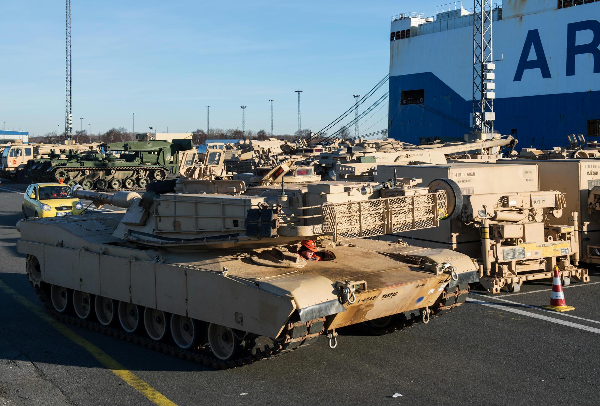 Orosz kolykok a magasban 496 - Amerikai Tankokat Pakolnak Ki N Metorsz Gban 2017 Janu R 6 N Az Ta M R Lengyelorsz Gba Vitt K Ket Photo Ingo Wagner Dpa