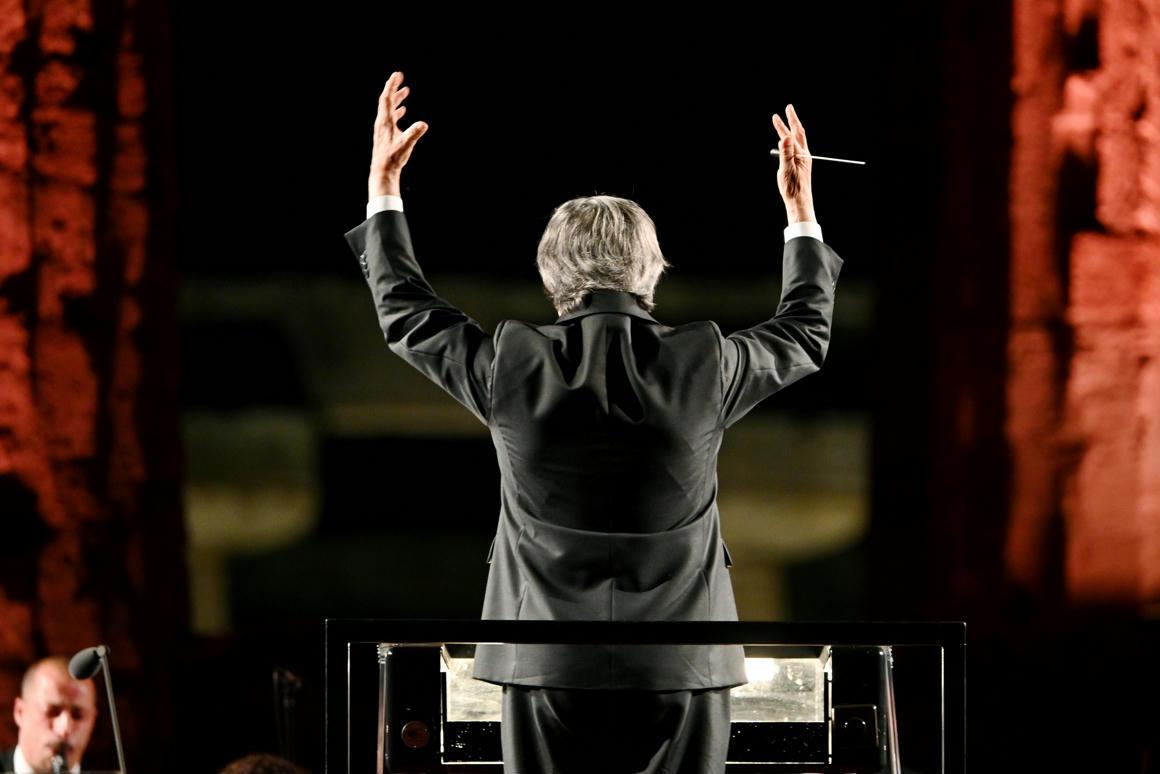 A vezető és a karmester: miért táncolunk úgy, ahogy ők fütyülnek?