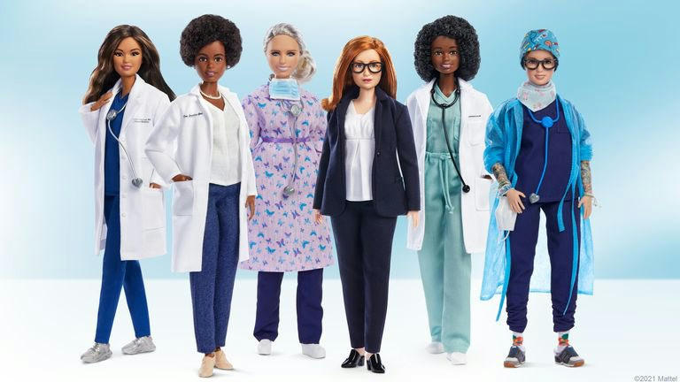 Orvos, ápoló és vakcinológus Barbie babákkal tiszteleg a Mattel a COVID elleni harc női hősei előtt …