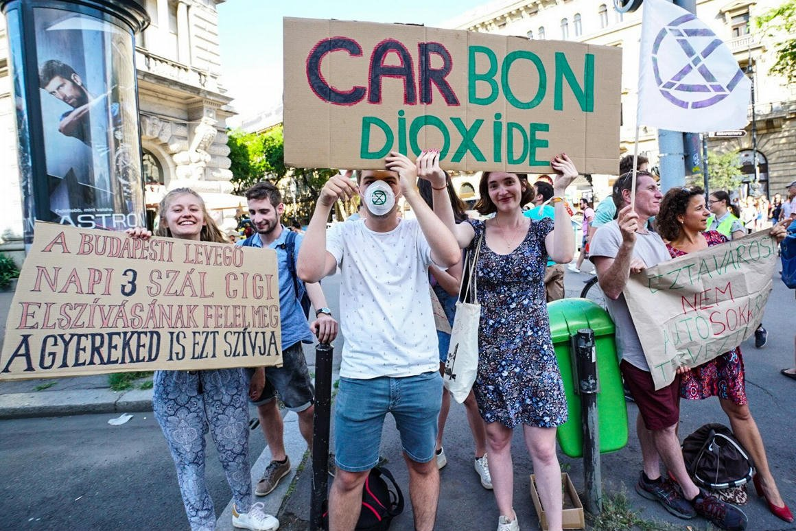 A kormány éppen nemzeti konzultációt folytat a klímavédelemről, csak az embereknek felejtettek el …
