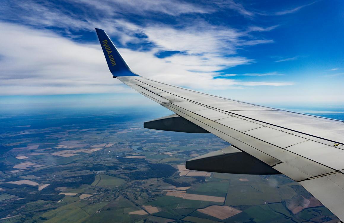 Okos szárnyakkal, kevesebb üzemanyaggal működő repülőgépet fejleszt egy nemzetközi projekt élén a SZTAKI - Qubit
