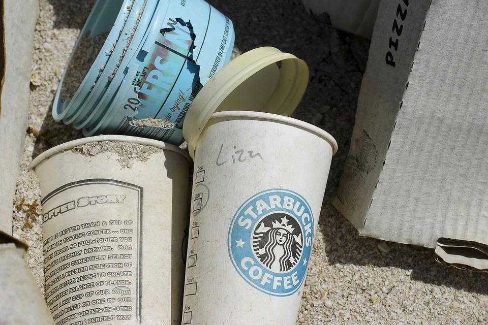 A Starbucks lánc évi 4 milliárd pohárral növeli a szeméthalmokat.