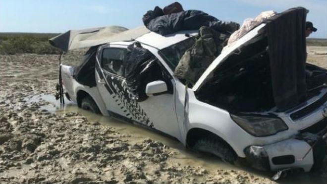 Napokig vesztegeltek a mocsárba ragadt autó tetején a szerencsétlen ausztrál horgászok