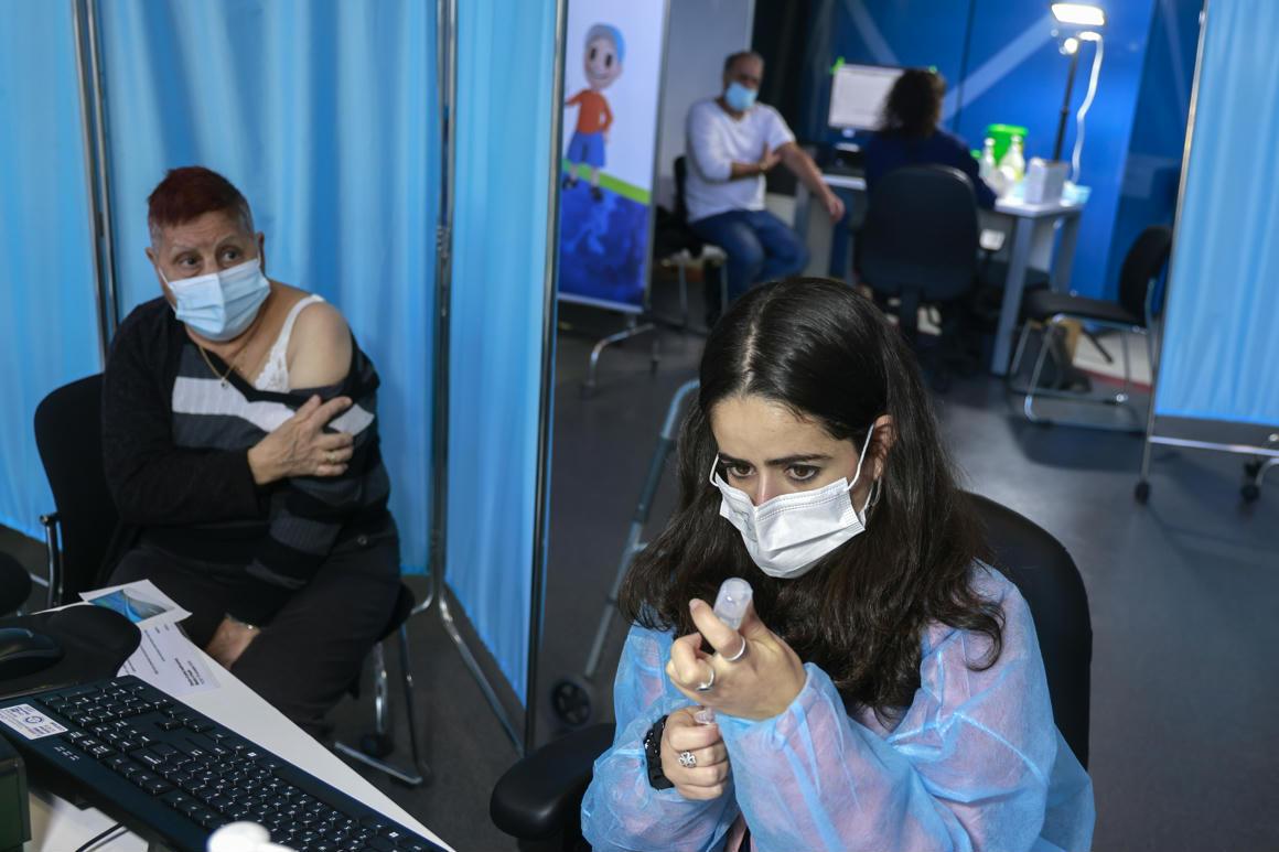 Egyetlen adag Pfizer-vakcina 85 százalékos hatékonysággal működött izraeli egészségügyi dolgozóknál