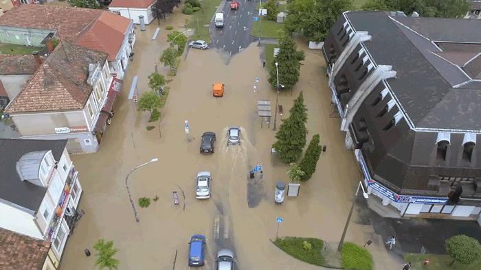 Utcákat és házakat öntött el az eső Keszthelyen