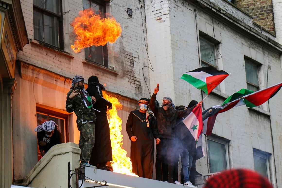 """""""Erőszakoljátok meg a lányaikat"""" – elszabadult a zsidóellenes, palesztinpárti tüntetés Londonban – 444"""