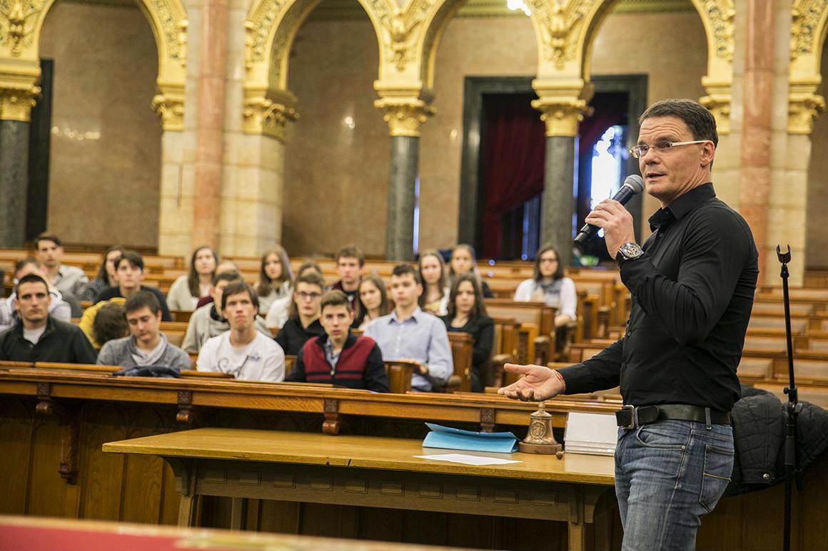 Sokmilliárdos beruházást ígért Erdélyben a fideszes Bánki Erik. A projekt bedőlt, de ő százmillióval szálltki