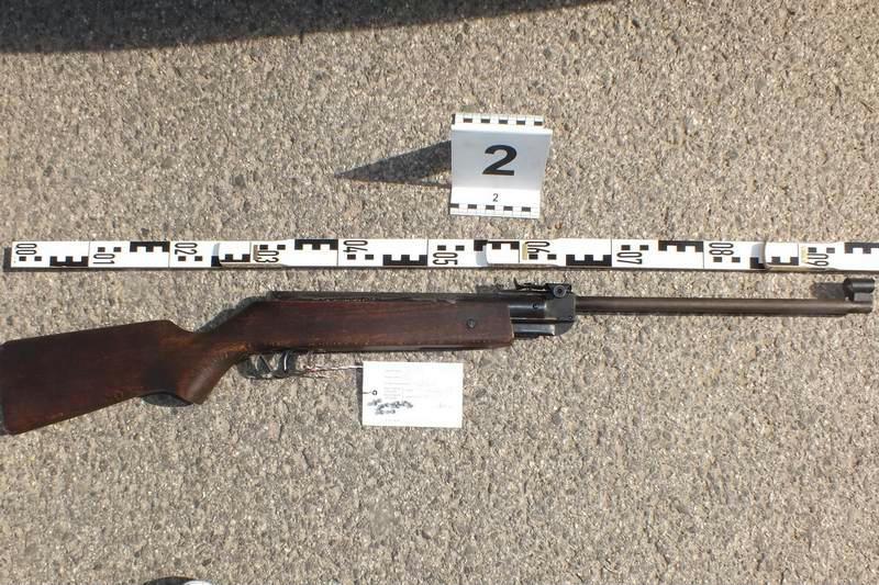 Légpuskával ölte meg ötéves öccsét egy nyolcéves gyerek Maros megyében