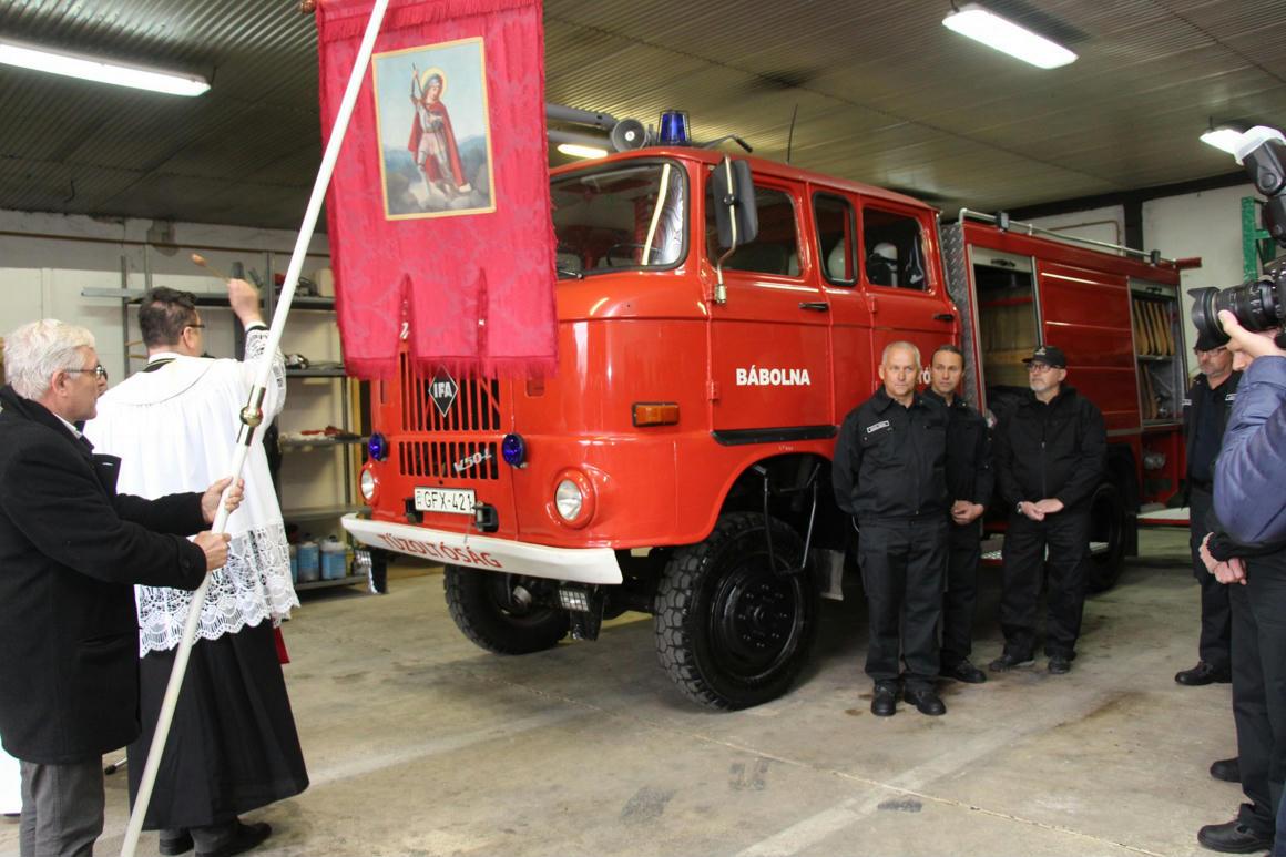 Ünnepélyesen átadtak egy Kádár kori IFA-t a tűzoltóknak