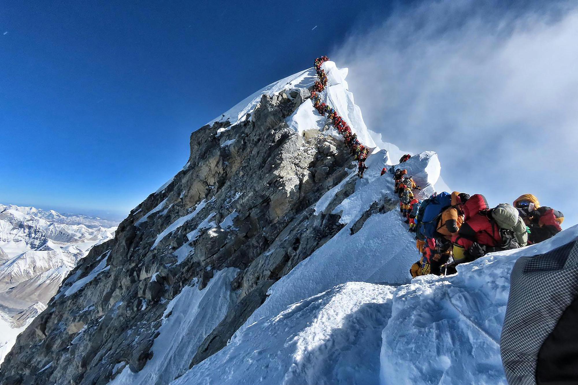 Hihetetlen dugó a Mount Everesten